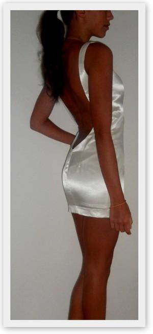 klänning glider upp