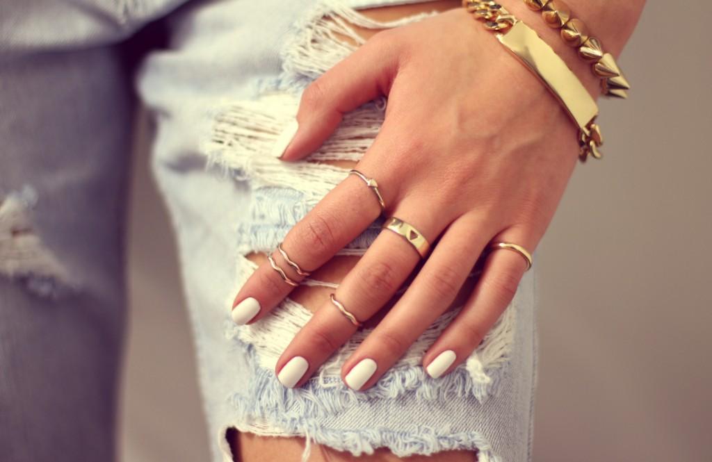 många ringar på fingrarna