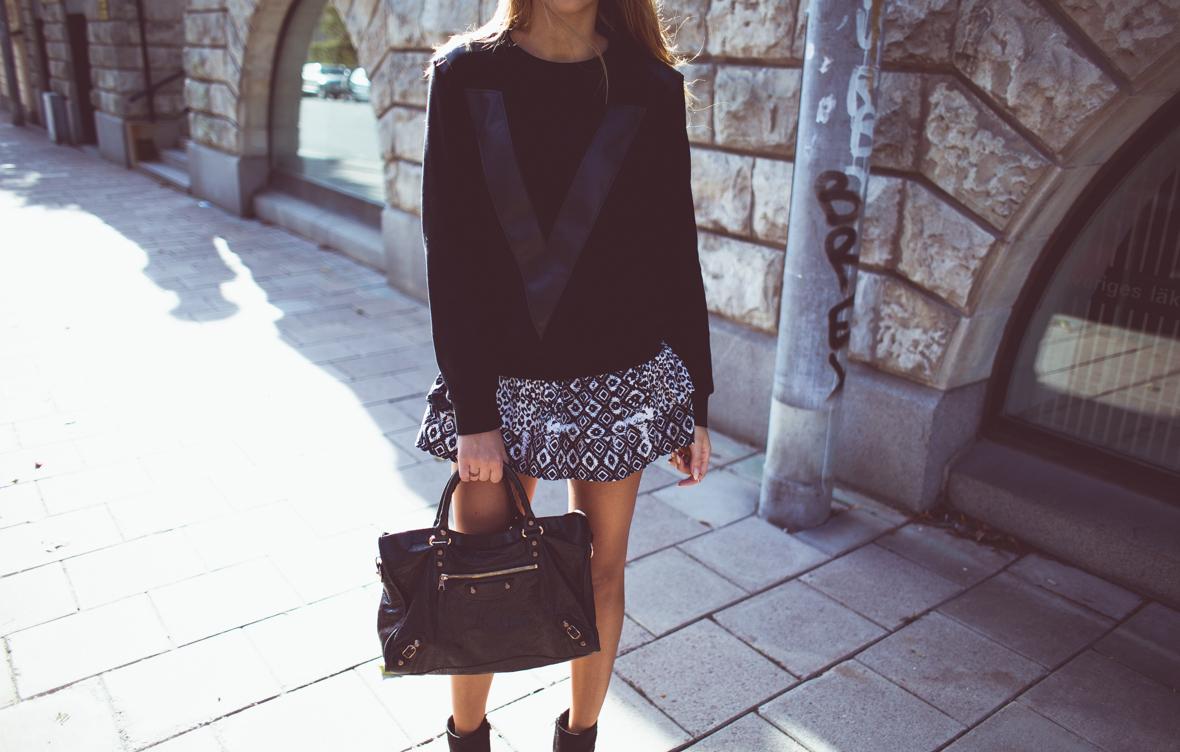 KenzaZouiten_IvyRevel_kuffsweater-4