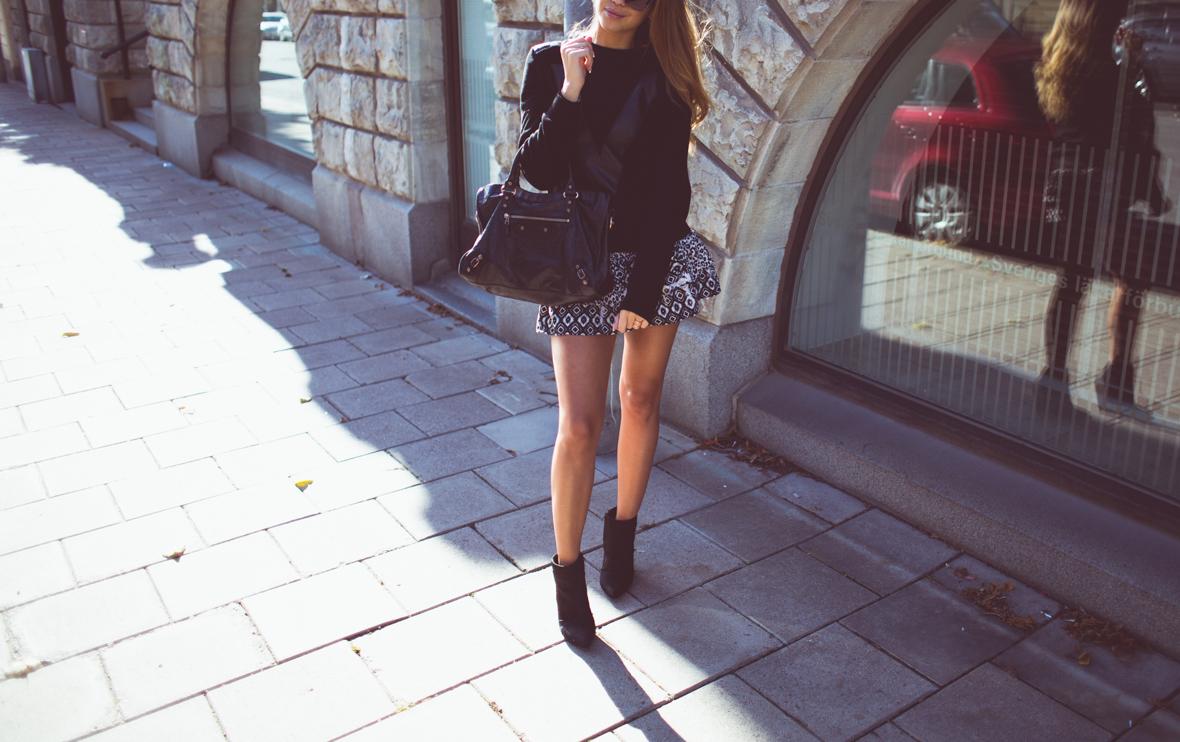 KenzaZouiten_IvyRevel_kuffsweater2-1