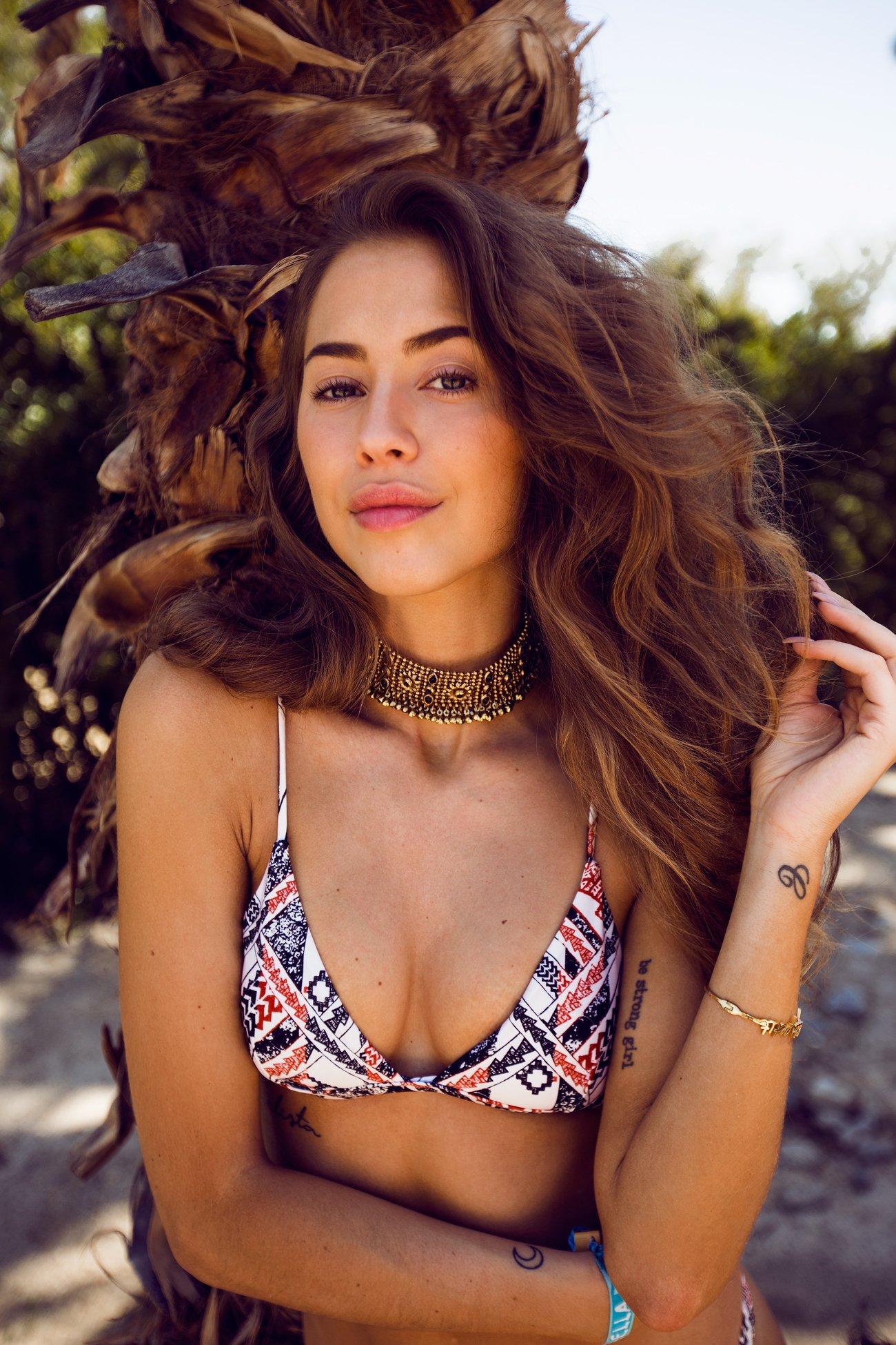 Kenza_Zouiten_Revovle_Bikini_01
