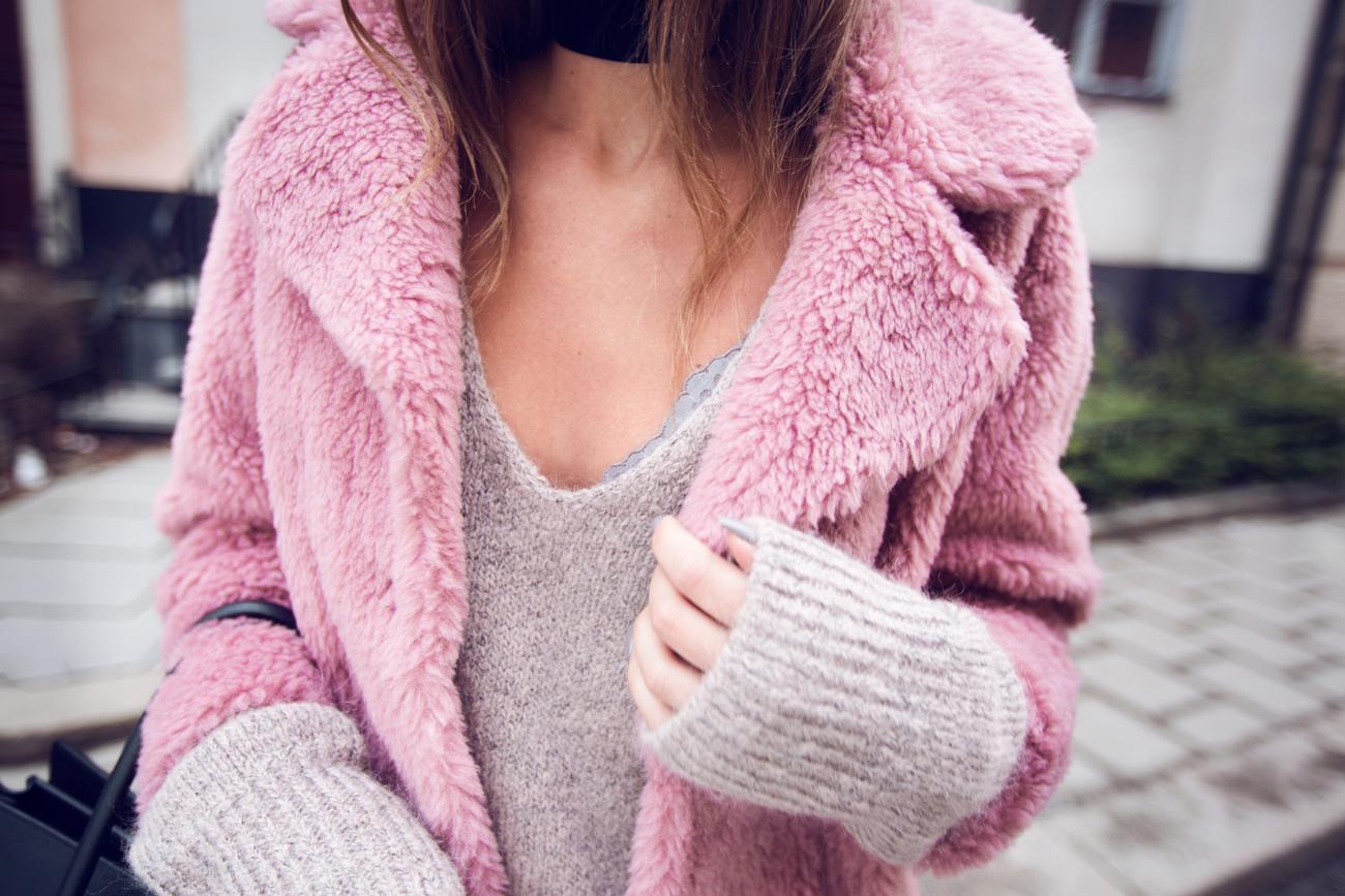 Kenza_Zouiten_Pink_Jacket_04